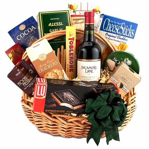 Traditional Wine and Gourmet Basket