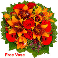 Charming Flower Bouquet Lilientraum with  Free Vase